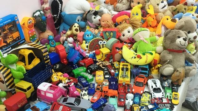 Gençlik Merkezi'nden kucak kucak oyuncak kampanyası
