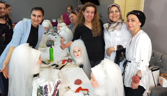 Bayan kuaförlerden uygulamalı türban tasarımı eğitimi