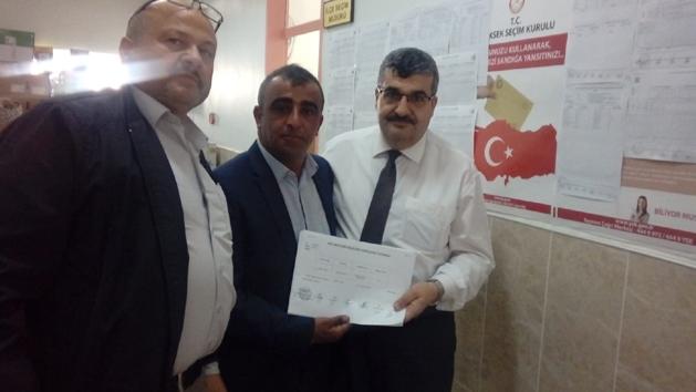 Yalvaç'ta ilk mazbata Sücüllü Muhtarı Ahmet Tünel'e verildi