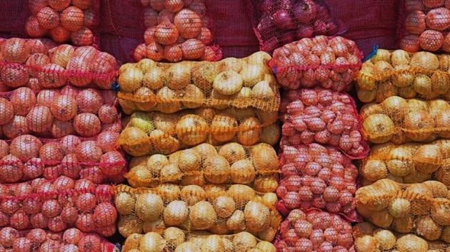 İhtiyaç sahiplerine patates ve soğan dağıtımı sürüyor