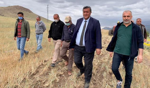 """Gürer: """"Çiftçiyi kuraklıktan sonra  alacaklılar da yakıyor"""""""
